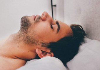 uomo che dorme